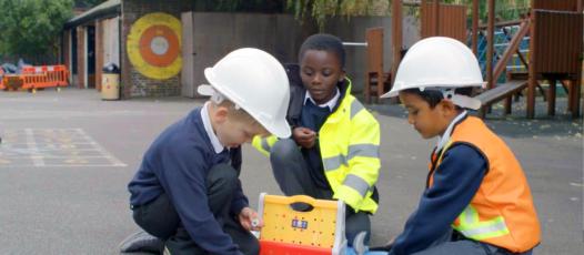 Children playing (construction)